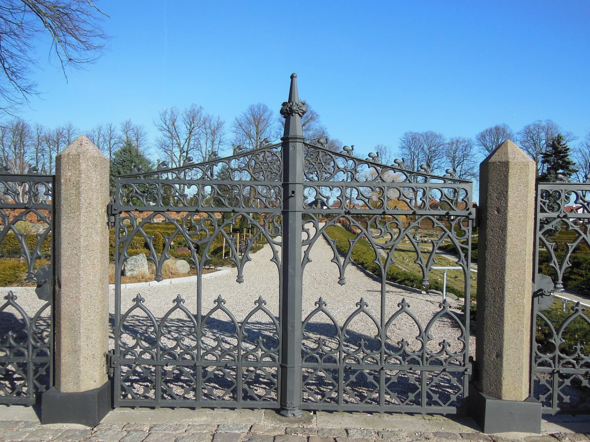 Zamki do bram – jak wybrać, by nie szpecił ogrodzenia?